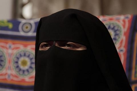 Dubaï: Sous son niqab, sa promise était barbue et louchait…il annule le mariage !